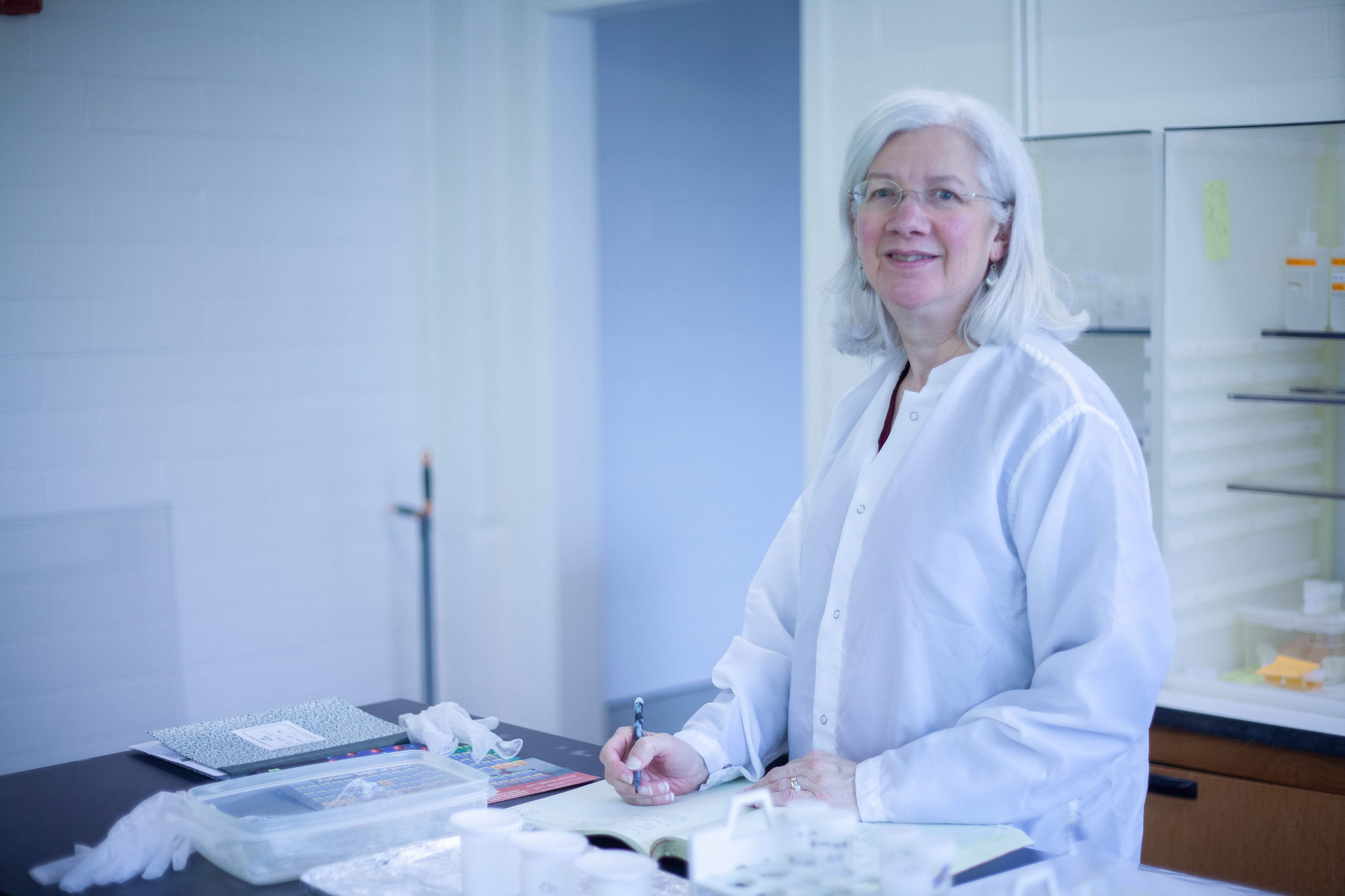Mary Horan in the isotopic geochemistry lab