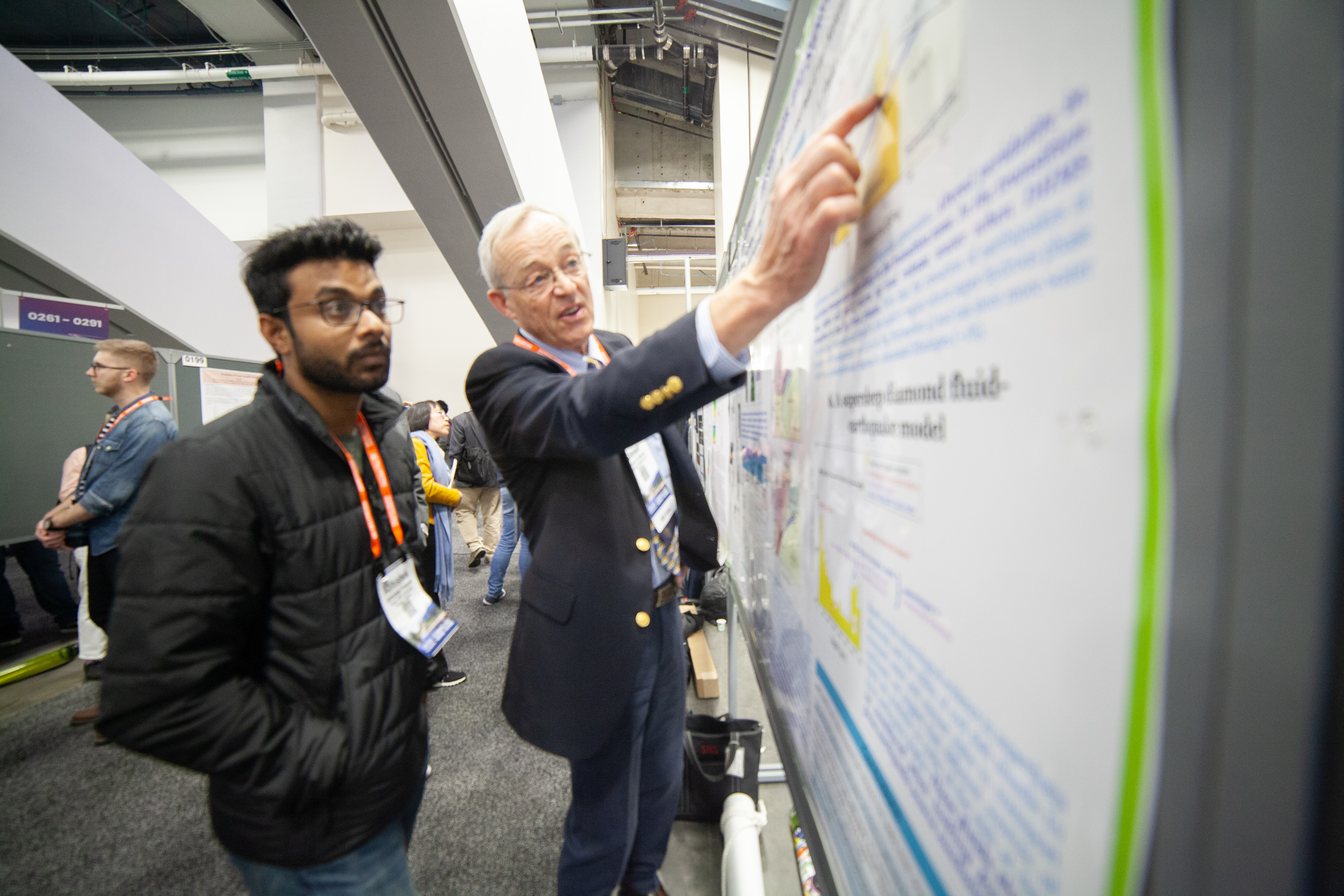 Steve Shirey presents his poster about deep earth diamonds to an AGU attendee.